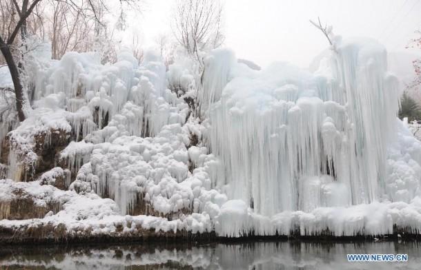 FrozenWaterfalls04-610x392