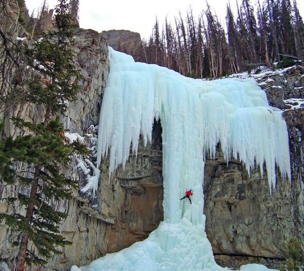 FrozenWaterfalls07-610x544