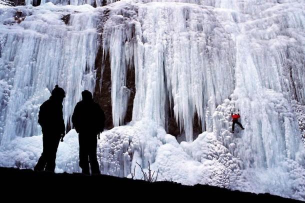 FrozenWaterfalls08-610x406