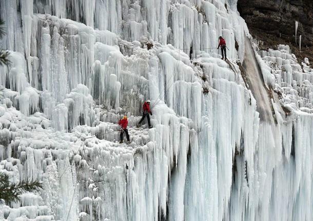 FrozenWaterfalls12-610x431