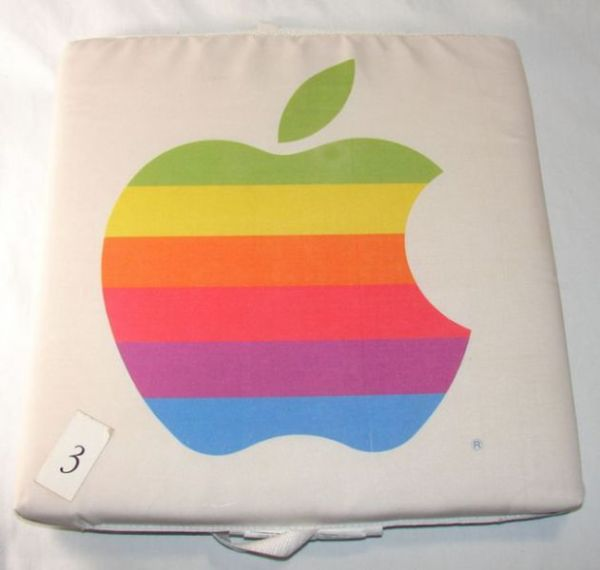 old_school_apple_merchandise_from_the_80s_and_90s_640_44