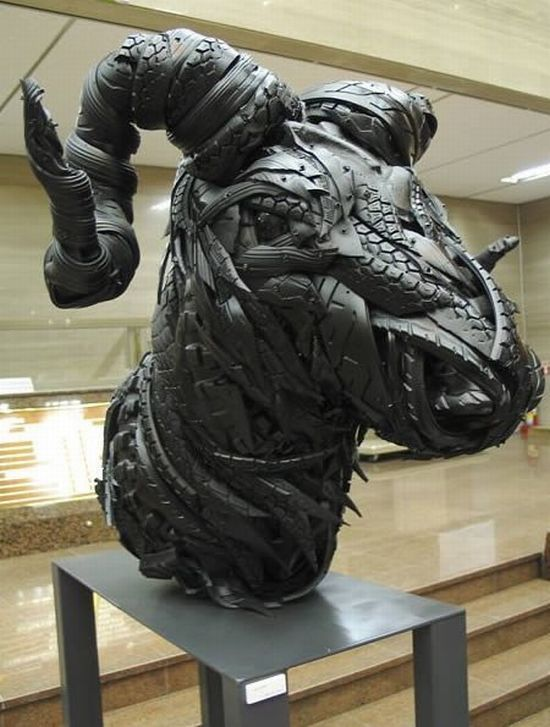 sculptures_made_out_of_used_tyres_09