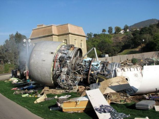 what_used_to_be_a_boeing_747_for_steven_spielbergs_movie_640_08