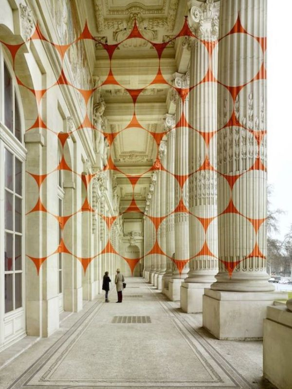 a_captivating_optical_illusion_in_paris_that_will_make_you_look_twice_640_high_05