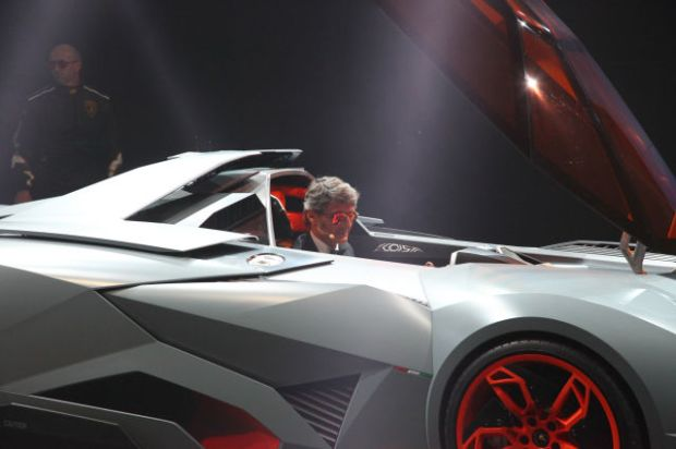 a_sleek_new_lamborghini_concept_car_640_13