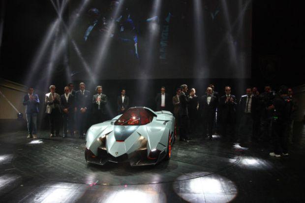 a_sleek_new_lamborghini_concept_car_640_15