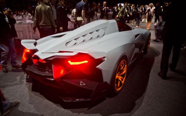 a_sleek_new_lamborghini_concept_car_640_21