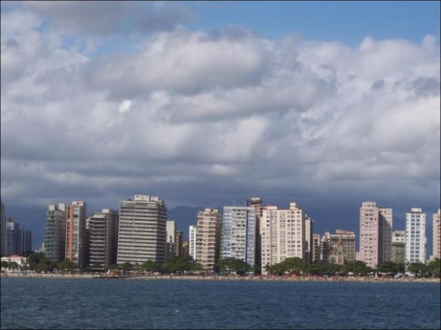 the_lopsided_city_of_brazil_640_03