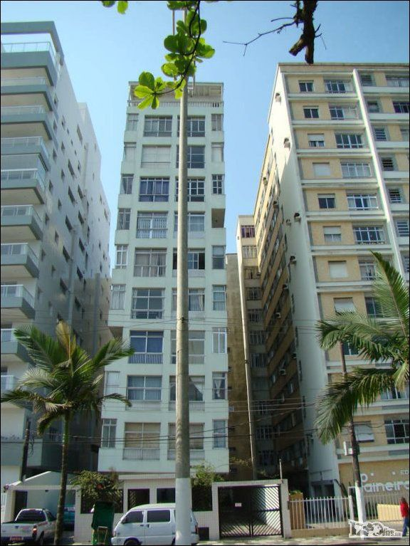 the_lopsided_city_of_brazil_640_high_05