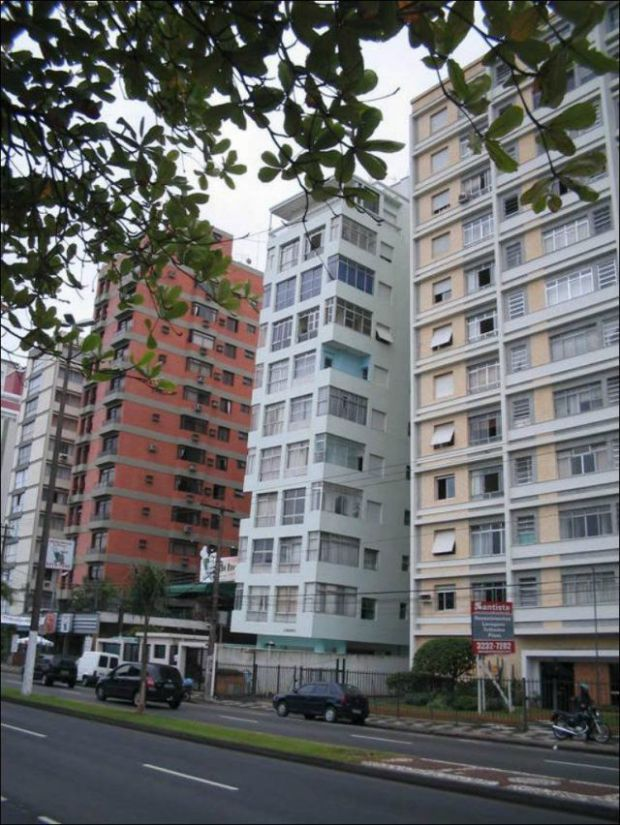 the_lopsided_city_of_brazil_640_high_07