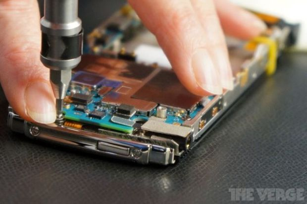 the_making_of_the_worlds_most_expensive_phone_640_06