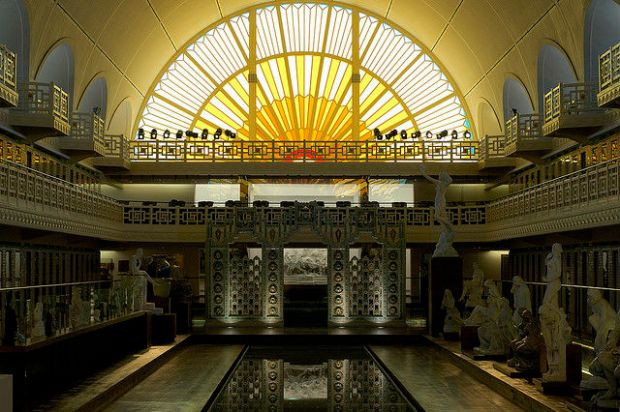 old_town_swimming_pool_converted_into_a_magnificent_museum_for_tourists_640_09